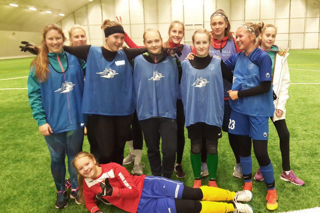 jalgpallitüdrukud